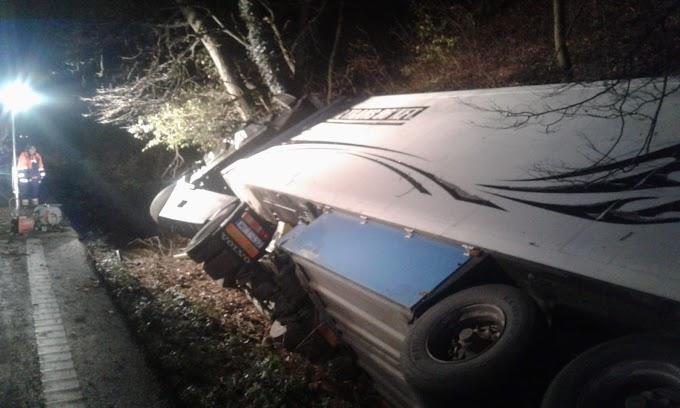 Șofer de tir, mort într-un accident după ce a adormit la volan