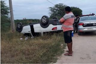 Homem morre após perder controle de veículo e capotar na Paraíba