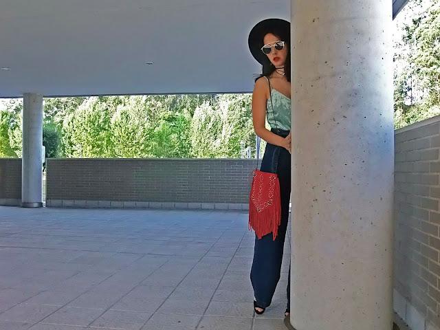 fashion, moda, look, outfit, blog, blogger, walking, penny, lane, streetstyle, style, estilo, trendy, rock, boho, chic, cool, casual, ropa, cloth, garment, inspiration, fashionblogger, art, photo, photograph, Avilés, oviedo, gijón, asturias, simply, comfortable, comfy, jeans, trousers, vaqueros, velvet, terciopelo, bolso, bag
