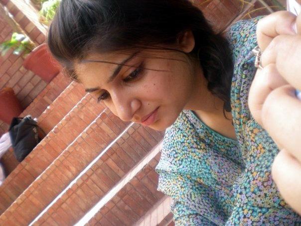 Mix Wallpaperz: Desi Girls Free Wallpapers