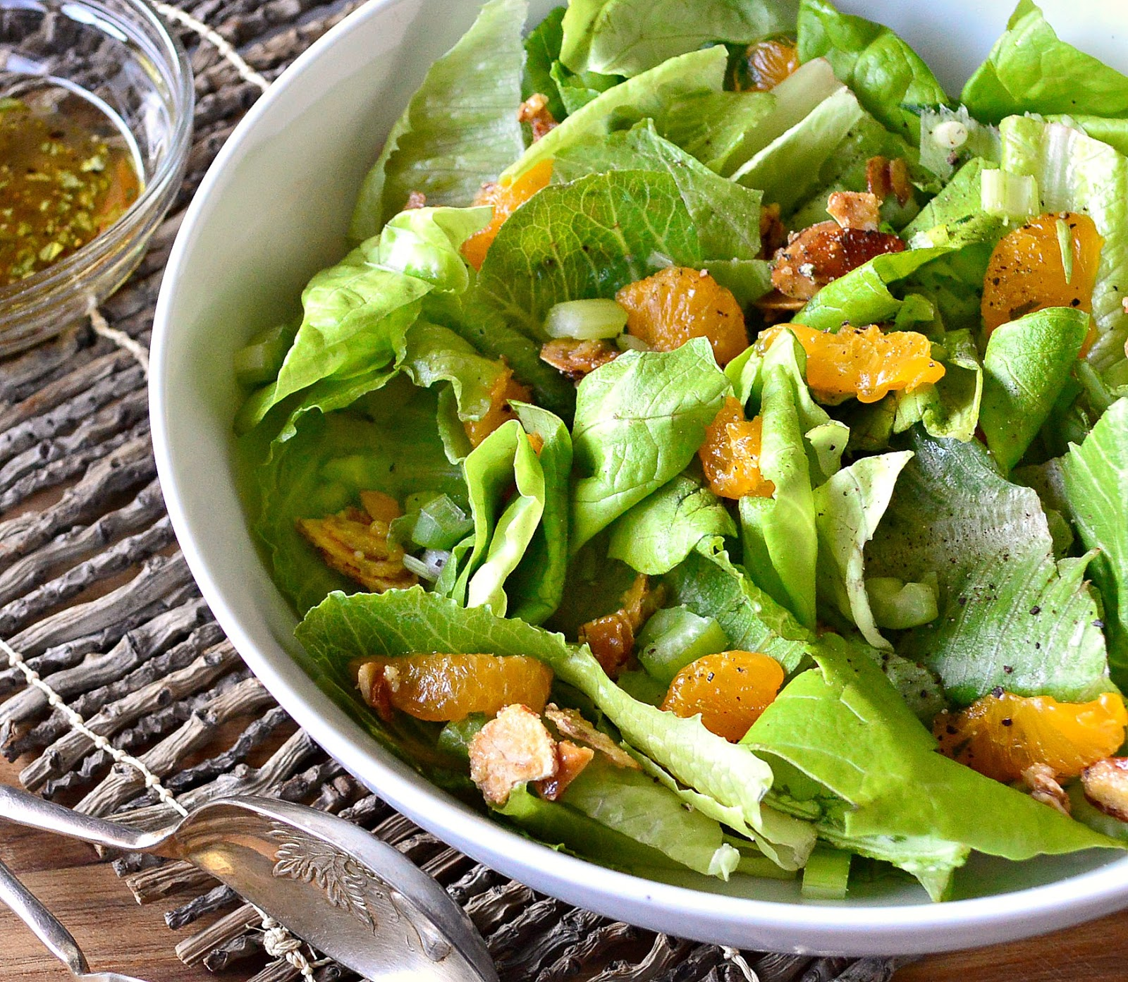 Directions In a large bowl tear lettuce into small pieces Drain oranges and reserve 2 Tbsp of juice Mix reserved juice vinegar onion powder and garlic powder