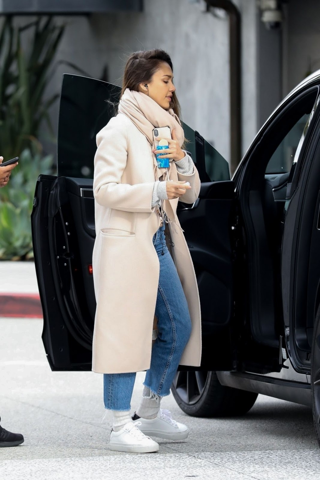 Jessica Alba - Out shopping in Los Angeles - 02/01/19