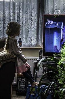tyttö, koti, tv,