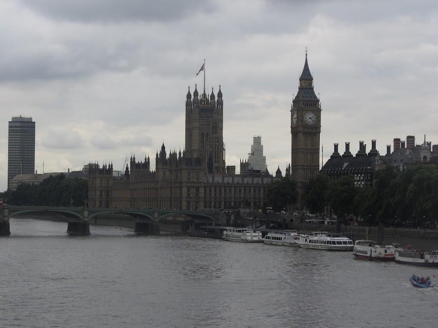 El Big Ben está diseñado de tal forma que sus agujas no se ven alteradas por ningún factor atmosférico.