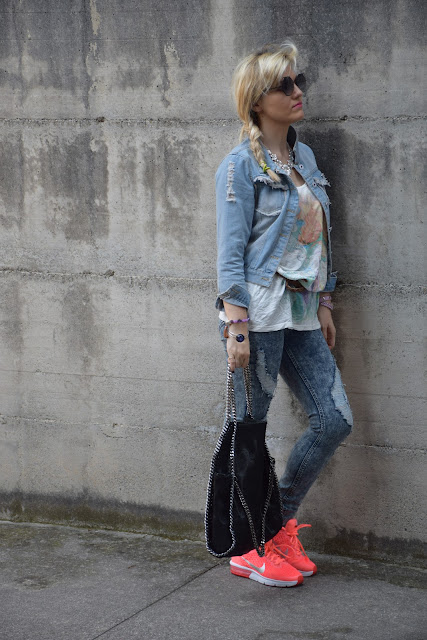 ripped jeans outfit how to wear ripped jeans ripped jeans street style mariafelicia magno fashion blogger color block by felym fashion bloggers italy sporty outfit sporty casual outfit
