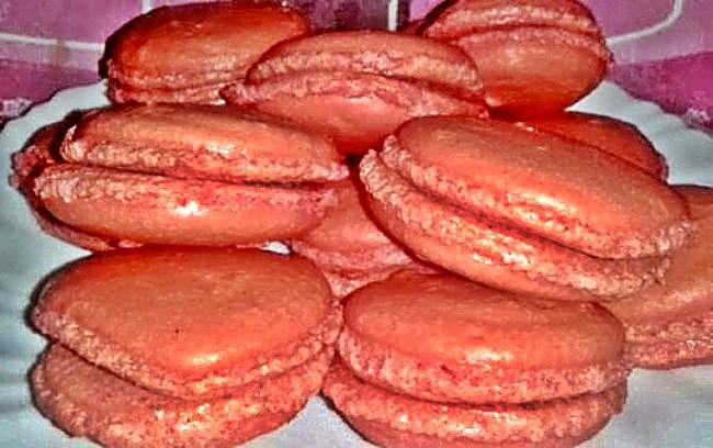 Macarons de praliné de avellanas con chocolate