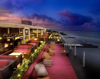 The most famous sunsets atmosphere at Seminyak Woow AMAZING SUNSET ATMOSPHERE AT SEMINYAK BALI