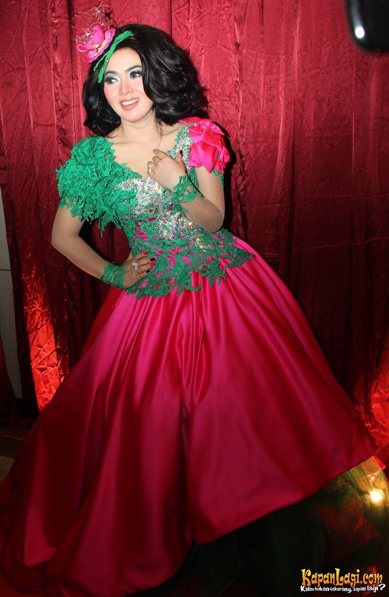 15 Koleksi Gaun & Dress Pesta Glamour Terbaru | gebeet.com