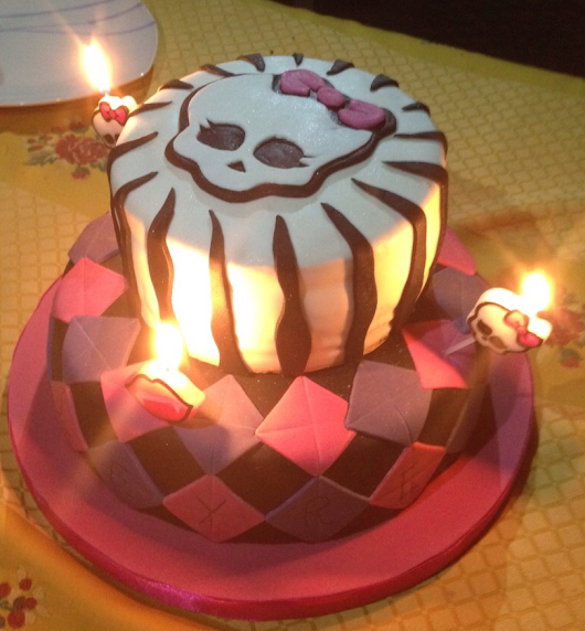 Tarta de las Monster High!!! Con sorpresa!