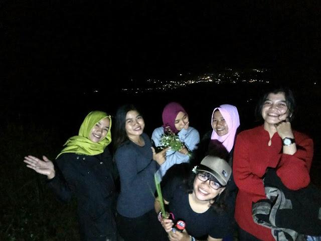 Gembira di Bukit Jamur Bengkayang Kalimantan Barat.