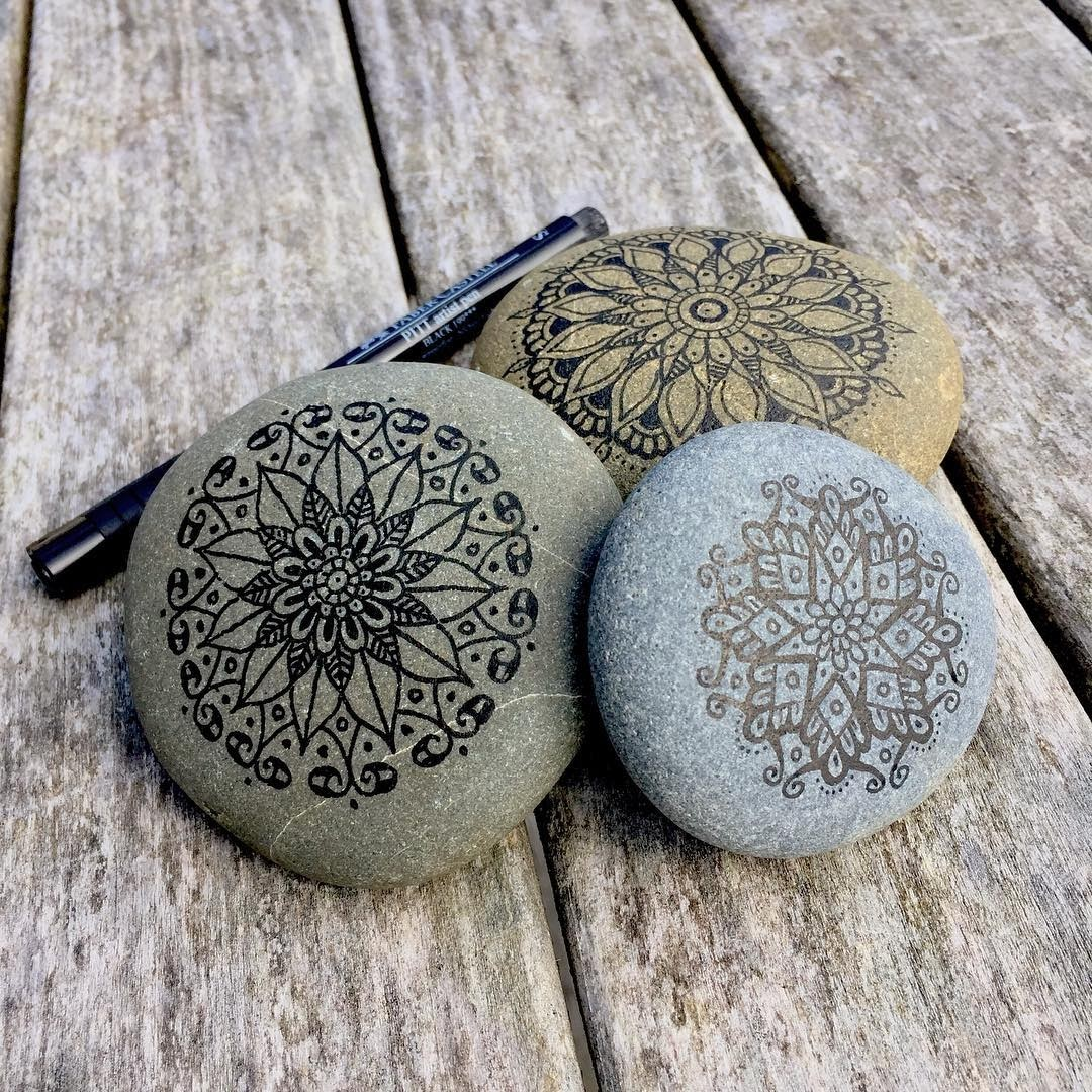 03-Mike-Pethig-Precise-Hand-Drawn-Stone-Mandala-Drawings-www-designstack-co