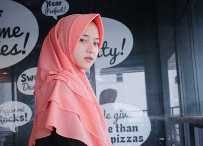 Foto, Berita, Profil dan Biodata Nissa Sabyan Si Vokalis Berhijab Sabyan Gambus Hits - www.heru.my.id