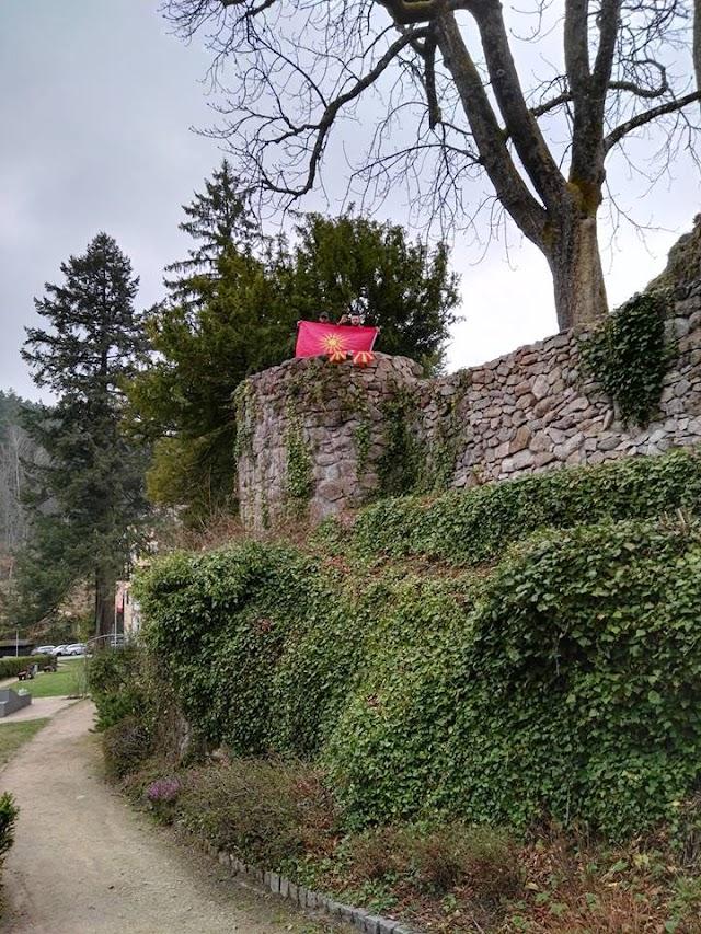 Bild des Tages - Makedonische Flagge im Schwarzwald