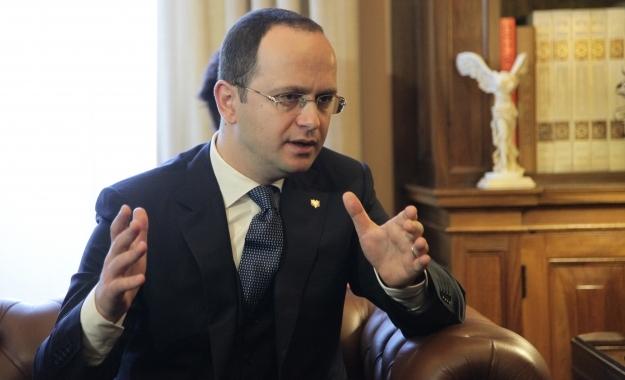 """Ο αλβανός ΥΠΕΞ """"καρφώνει"""" την Αθήνα για μυστική διπλωματία"""