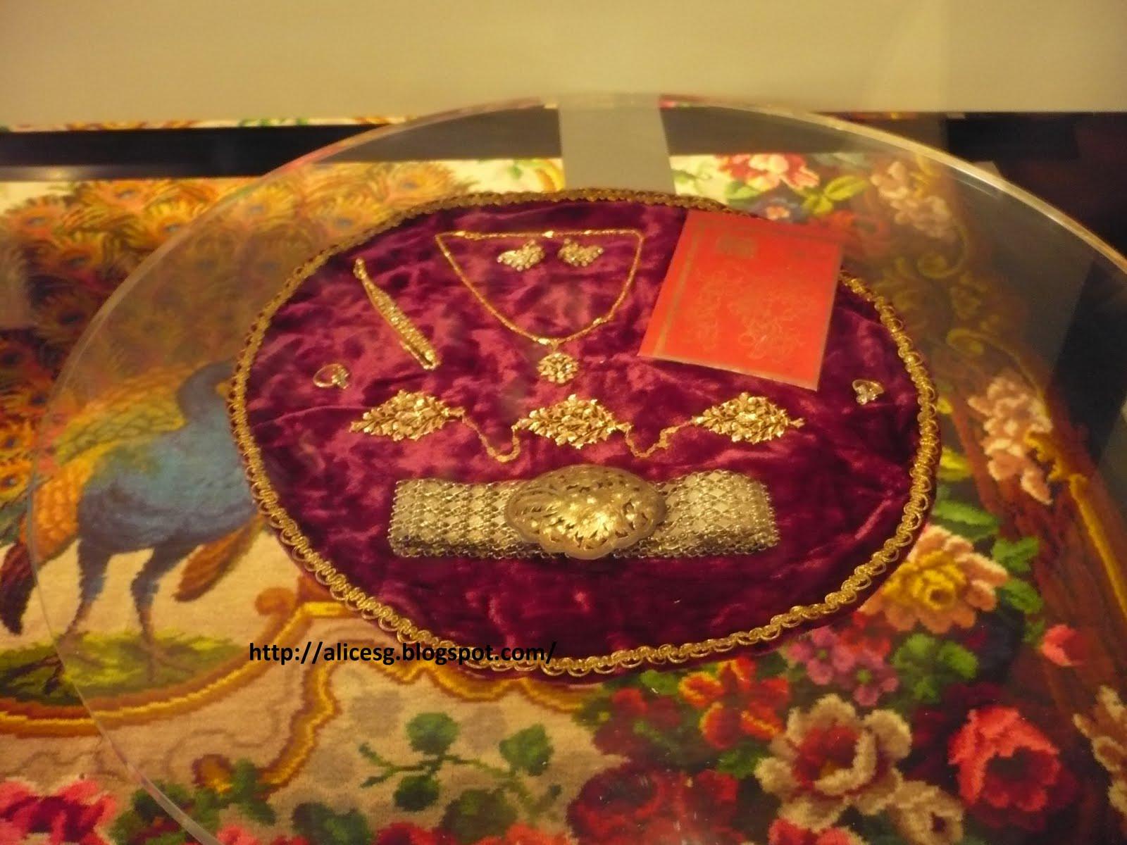 Chinese Wedding Gift Money Amount: Alicesg-Singaporemyhome: Peranakan Museum