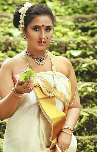 Malayalam Actresses in Onam Saree Photos