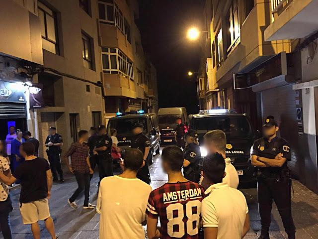 Policía Local desaloja local nocturno por haber menores, Las Palmas de Gran Canaria