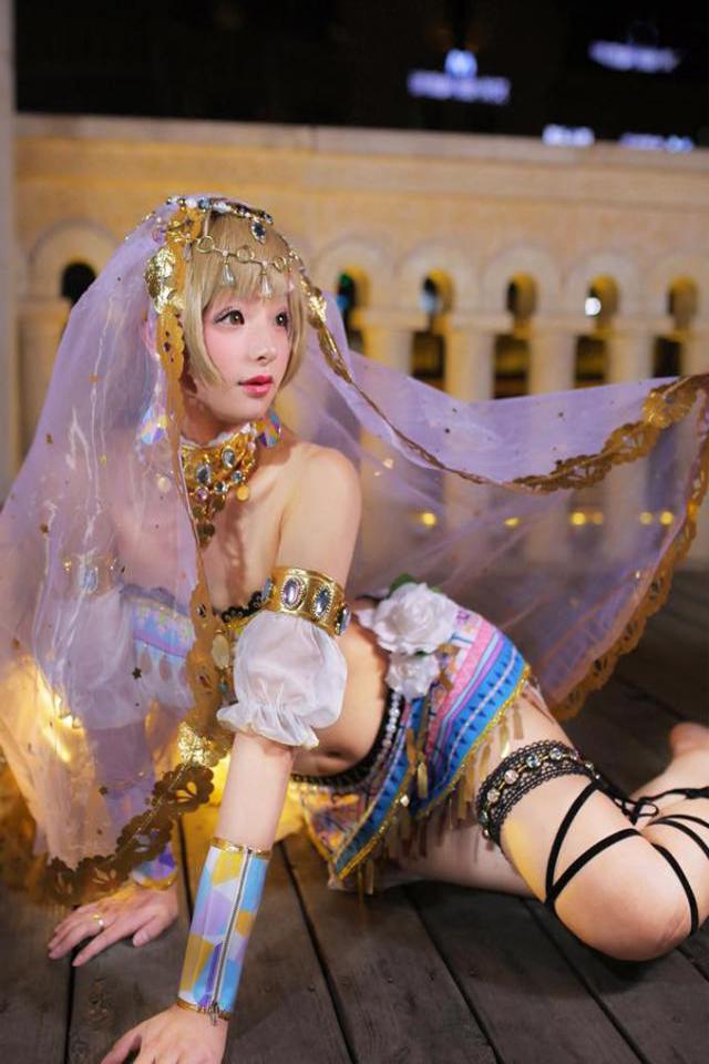 Foto Haoge Membawakan Cosplay Kotori Minami versi Arabian Dancer manis