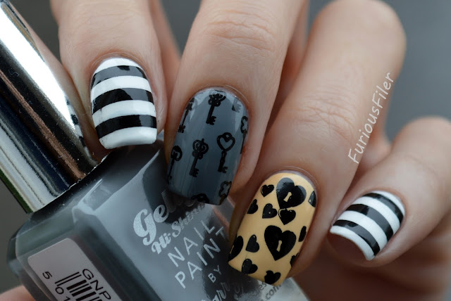 #31dc2015 keys locker hearts stripes nails