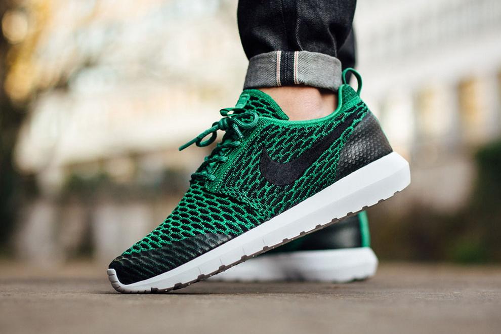 Продолжая тематику новинок в серии мужские кроссовки Nike 2016 обратите  внимание на современную подачу данного вида спортивной обуви бренда. cb47461588ed4