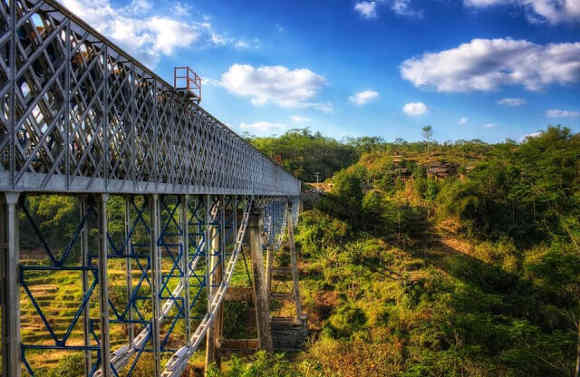 Jembatan Cirahong-jembatan legendaris
