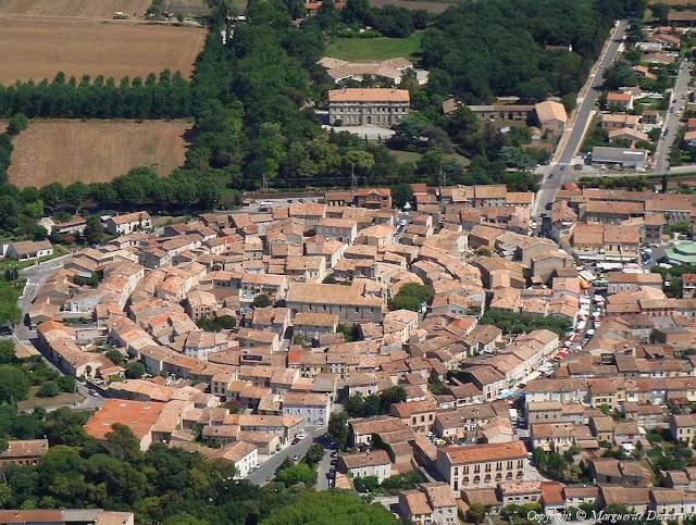 A cidade de Bram, na região de Languedoc, França, escolheu um traçado concêntrico das ruas