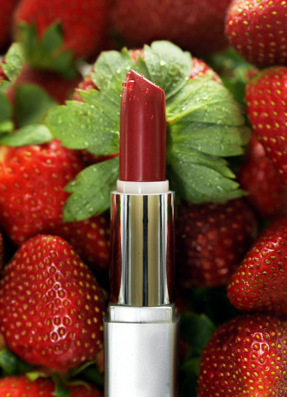 QQ Wallpapers: Lipstick Cosmetic Wallpapers
