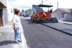 Asfalto nas ruas do Guaraituba entram em fase de entrega