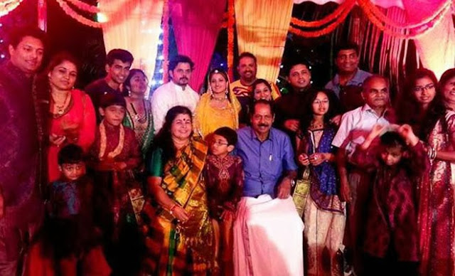 Sreesanth and Bhuvneshwari: Family group photo from wedding event