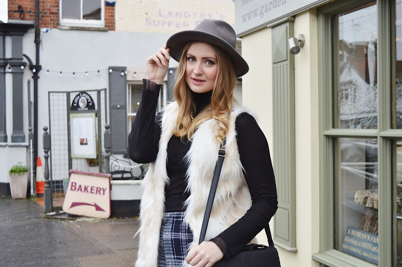 Retro seventies inspired outfit from the high street by fashion blogger FashionFake