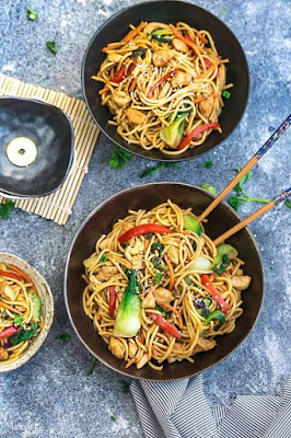 EASY SLOW COOKER CHICKEN LO MEIN NOODLES {CROCK-POT}