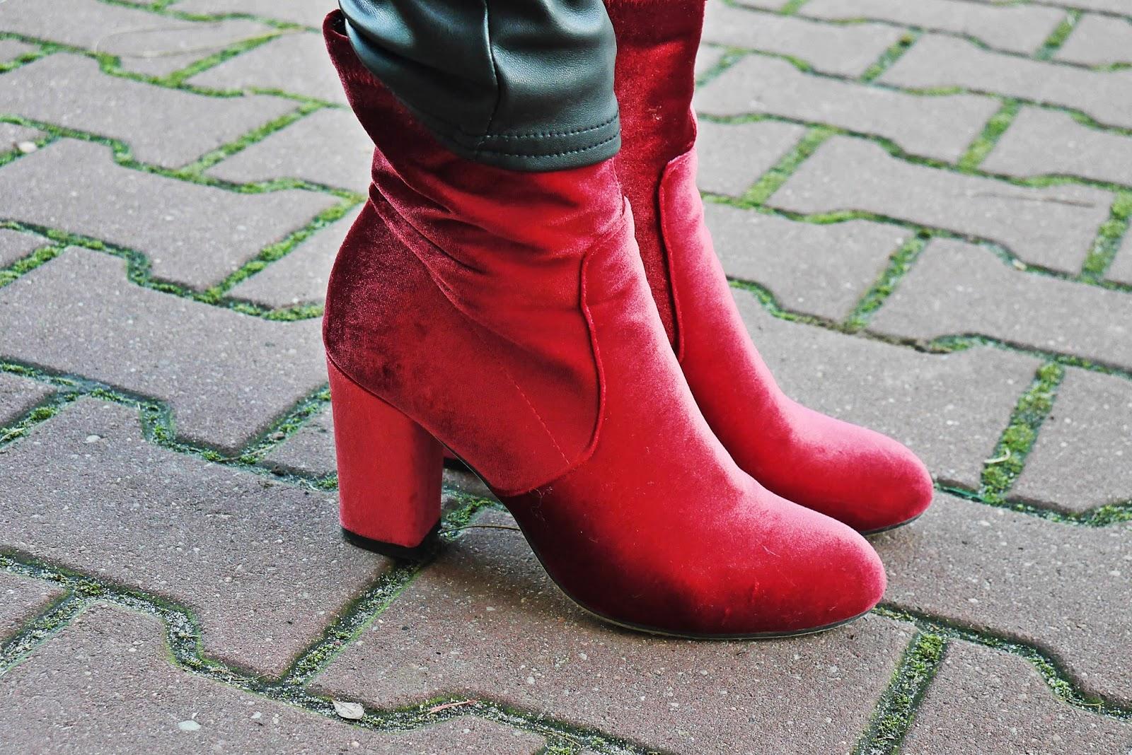 8_leather_pants_stripes_biker_jacket_red_velvet_white_tshirt_karyn_blog_modowy_111217