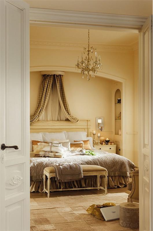 dormitorio de inspiracion clasica en tonos neutros chicanddeco