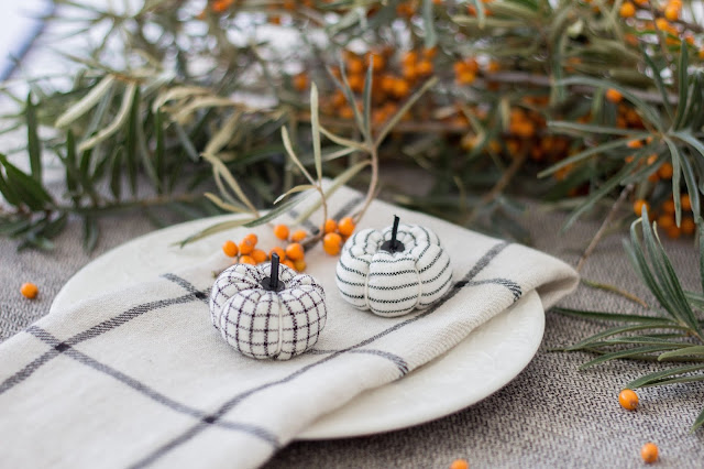 Mini fabric pumpkins by Alabatis