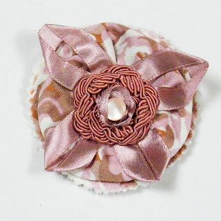 Broche romántico rosa