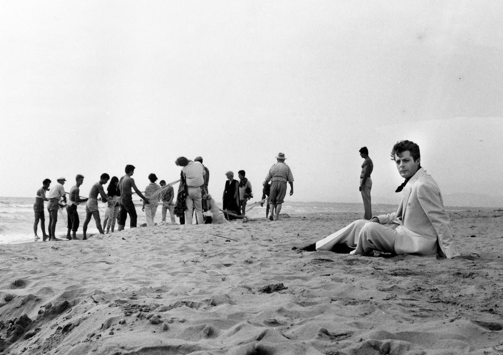 film excess la dolce vita 1960 fellini 39 s immortal masterpiece. Black Bedroom Furniture Sets. Home Design Ideas