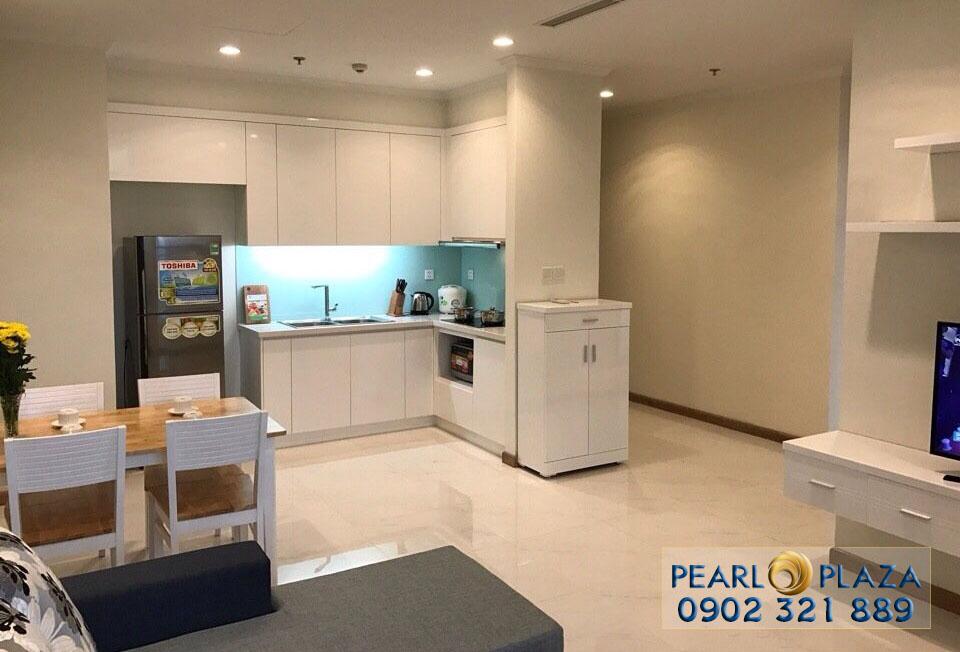 phòng khách nhìn vào bếp căn hộ pearl plaza