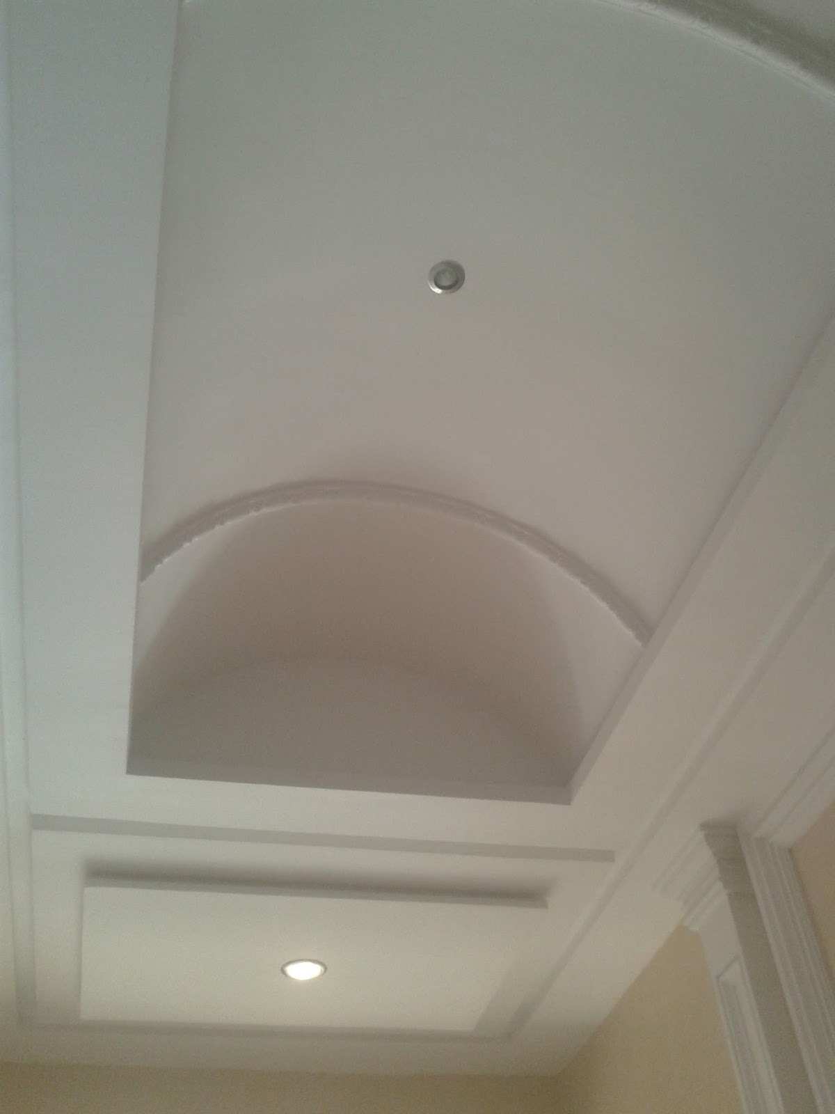 Plafond pl tre simple design with lights erradi mohamed for Plafond platre simple