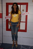 Shilpa Shetty super cute fit in Yellow T Shirt 01.JPG