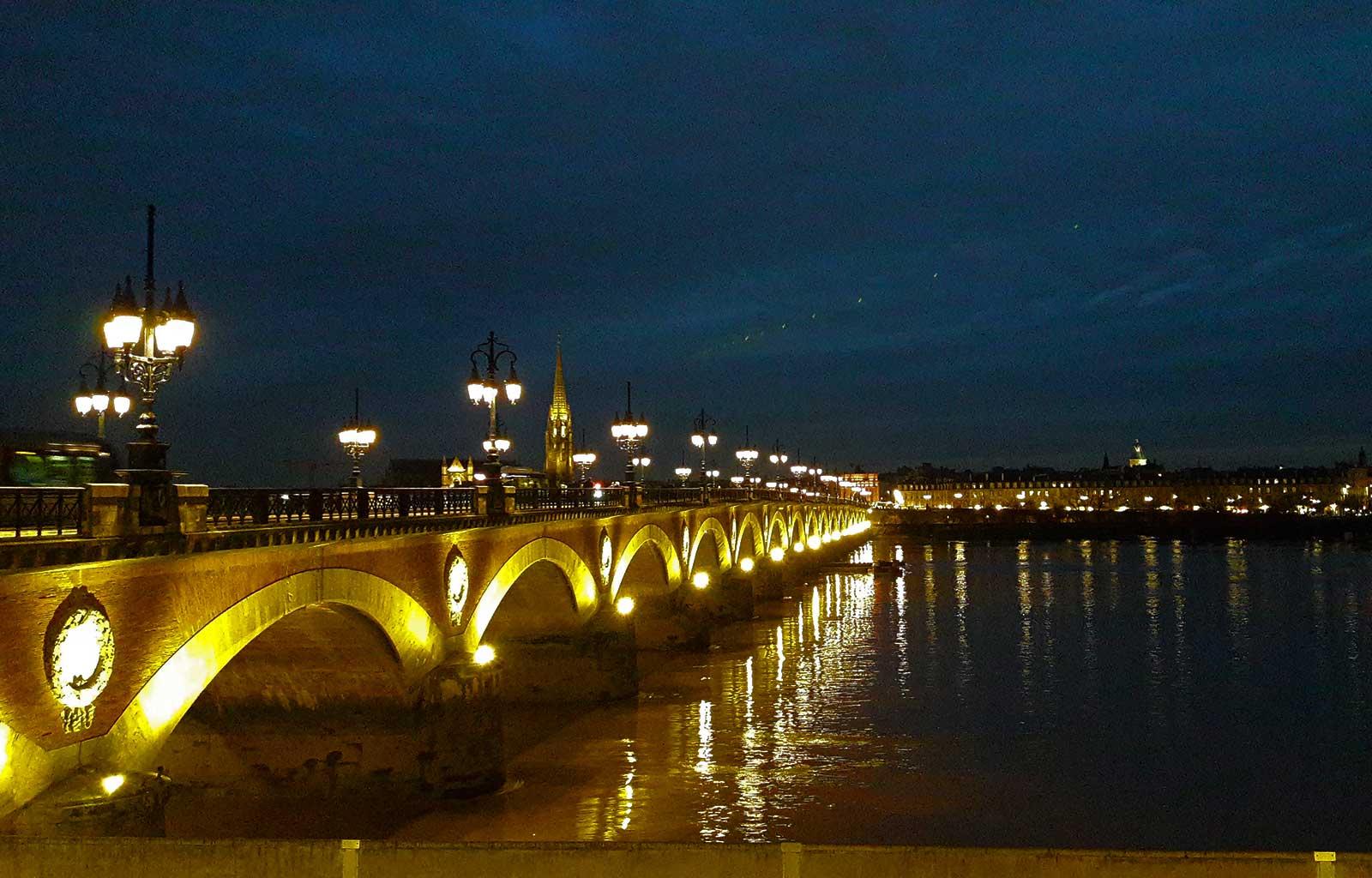 Bordeaux Pont de pierre de nuit