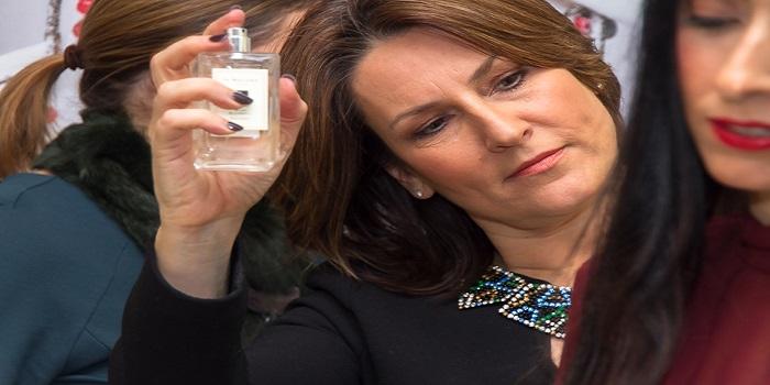 Director Brand Parfum Jo Malone Debbie Wild Membagikan Tips Bagaimana Cara Memakai Parfum Yang Benar