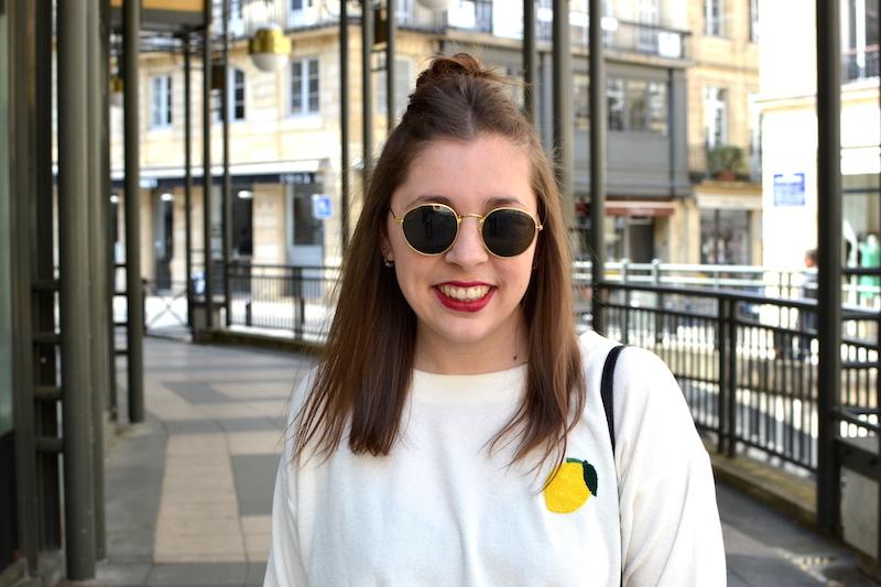 sweat éponge avec un citron de Wear lemonade, lunette de soleil ronde H&M