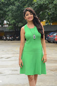 Poonam Kaur latest sizzling photos-thumbnail-12