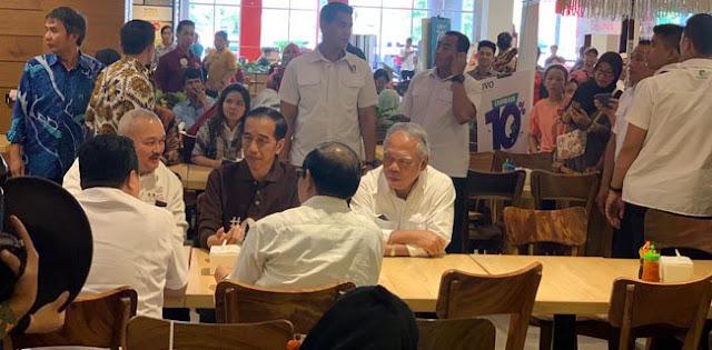 Jokowi Bersama Alex Noerdin Makan Siang Di Mall