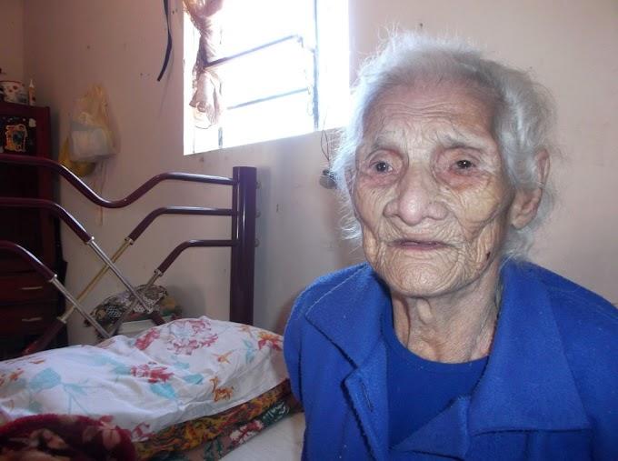 Paranaense de 120 anos tem aposentadoria cancelada por ser velha demais