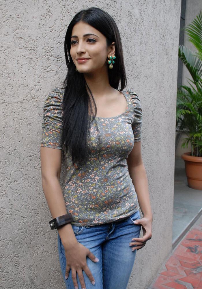 Cinegoer Pics Shruti Hassan Latest Spicy Stills, Shruti -7874