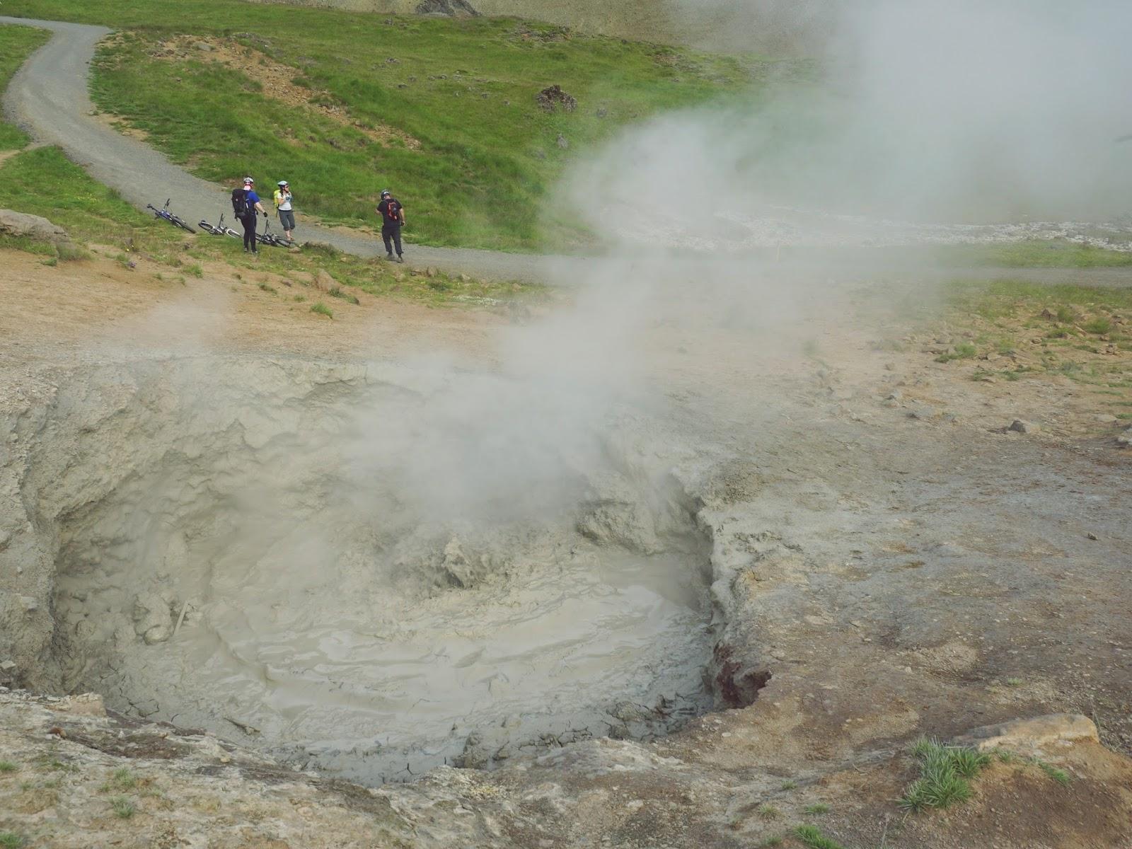Reykjadalur, gorące źródła, Islandia, islandzkie wakacje, co zwiedzić w Islandii