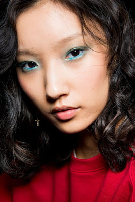https://s-fashion-avenue.blogspot.it/2018/05/beauty-green-makeup-trend.html