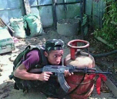 Стрелок в укрытии - фото