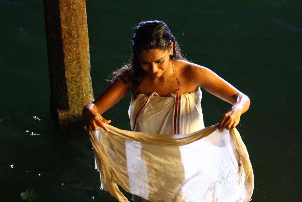 Kadhal Sandhya Hot Photos In Bath Towels  Actress Rare -5004